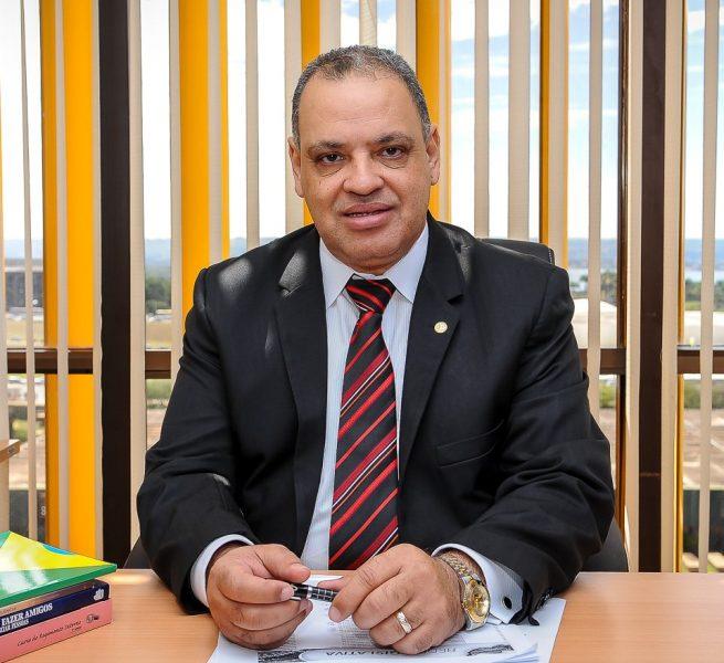 Roberto Alves destaque