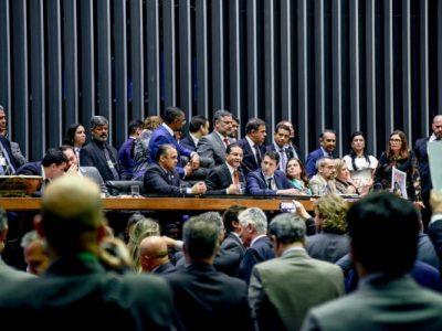 Deputados do PRB criticaram o contingenciamento dos recursos para educação e a falha de comunicação do governo sobre o tema