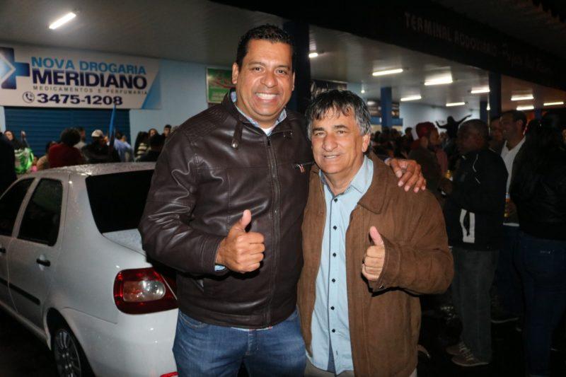 Celião, que também ocupava cargo de vereador, foi eleito vice-prefeito nas eleições suplementares de agosto. Na foto: coordenador da sigla na região, Edson Freire, e o atual vice-prefeito