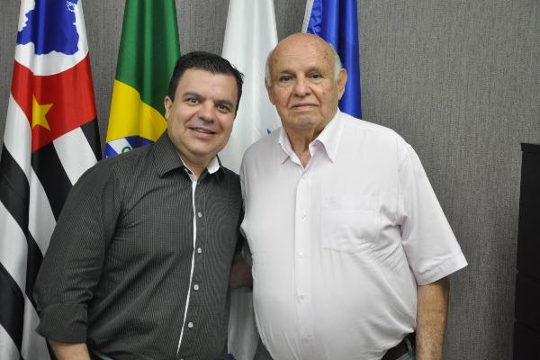 Vereador Nilton Santos (PRB) e José Macia, mais conhecido como Pepe, ex-jogador do Santos e ex-treinador da Inter de Limeira