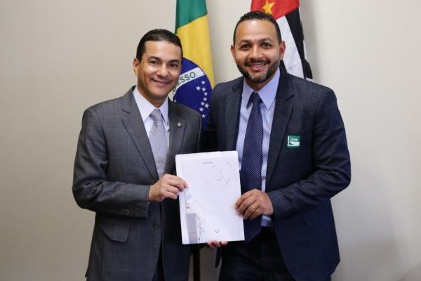 Em Brasília, vereador se reuniu com o presidente nacional do PRB, deputado federal Marcos Pereira, que destinou R$ 16 milhões para o município paulista