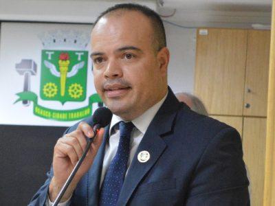 """""""É preciso melhorar a sinalização desses locais, principalmente onde o fluxo de veículo é intenso"""", destacou o vereador Ricardo Silva (PRB)"""