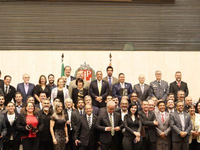 Altair Moraes homenageia profissionais de educação Física na ALESP