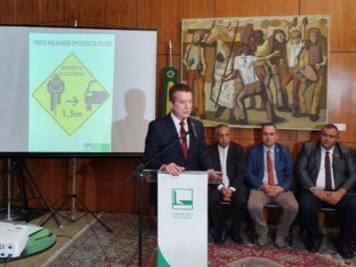 A Frente é composta por 217 parlamentares e tem como objetivo acompanhar, sugerir e analisar propostas e programas para proteção e benefício dos ciclistas