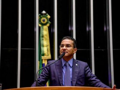 Deputado federal Marcos Pereira (Republicanos-SP) defende que a conversão à direita passe a ser livre quando o semáforo estiver fechado