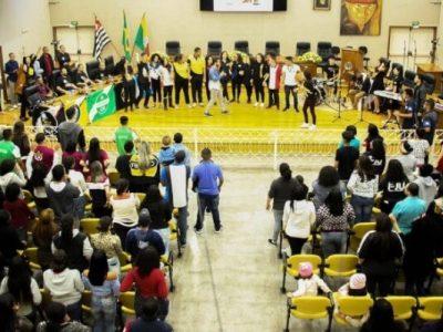 """Vereador Ricardo Almeida apresentou o projeto """"Help"""", que tem como objetivo conscientizar os jovens sobre a automutilação, depressão e suicídio"""