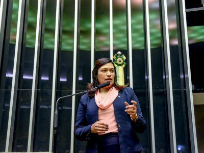Outubro Rosa: deputada Maria Rosas apoia a campanha e chama atenção para cuidados com a saúde da mulher