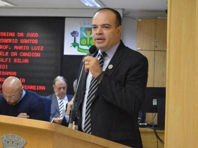 """""""É preciso que haja a realização de rondas preventivas e ostensivas nos bairros para coibir a violência e trazer mais tranquilidade"""", alertou Ricardo Silva"""