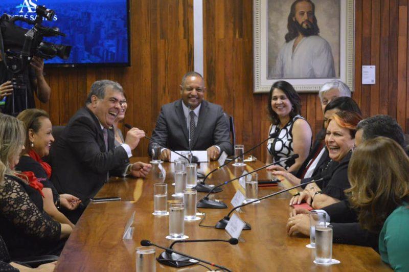 Edna Macedo participa da cerimônia de entrega do Título de Cidadã Paulistana à Carlinda Tinôco